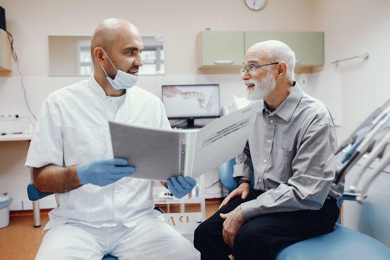 Cuidados de los dientes en adultos mayores
